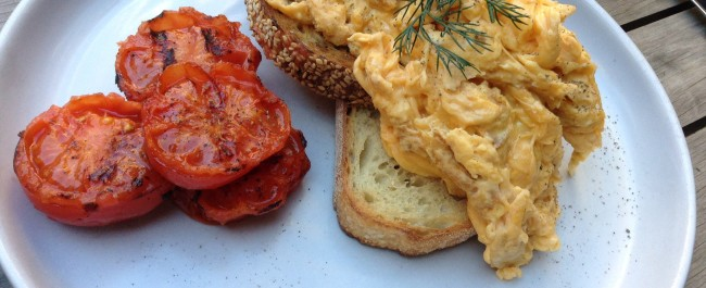 Scrambled eggs and grilled tomato